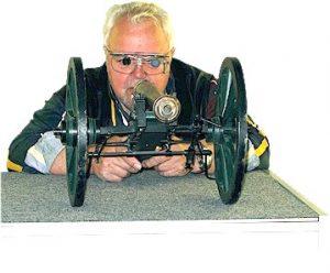 optimales Richten der Kanone mit der Dynamik-Schießbrille und Irisblende (Bild: Rieger)