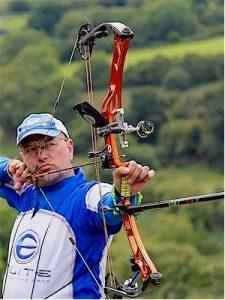 Bogenschütze Axel Roth mit Dynamik-Schießbrille