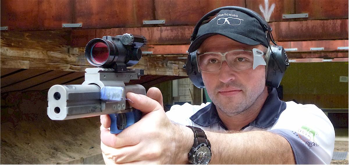 Thomas Glas, Dynamik-Schießbrille und Kappe