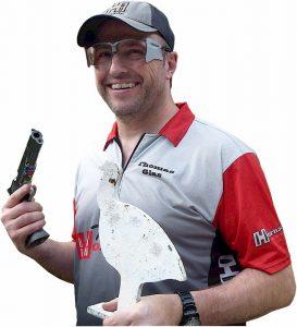 Silhouettenschütze Thomas Glas mit Dynamik-Schießbrille