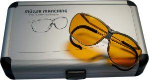 Unser geräumiges Aluminiumetui nimmt die Dynamik-Brille und das Zubehör auf.
