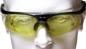 Herkömmliche Schießbrille mit Korrektureinsatz.